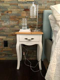 2 bedside tables/night stands