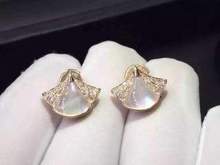 Bvlgari 白貝殼小扇鑽石耳環