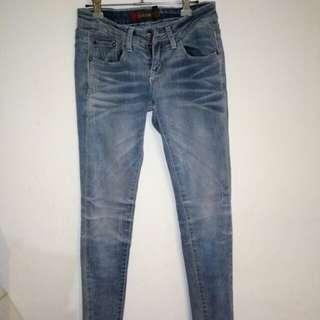 超美刷色窄管牛仔褲