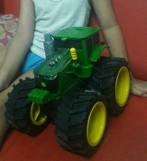 🚜Tractor with lights and sound