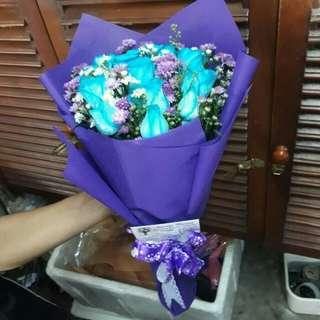 Handbuqet mawar biru