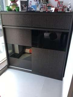 深啡色木櫃