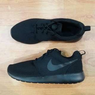 NIKE ROSHERUN TRIPLE BLACK ORIGINAL