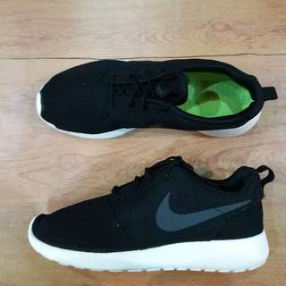 NIKE ROSHERUN BLACK WHITE ORIGINAL