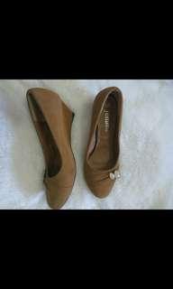 Sepatu wedges jemina