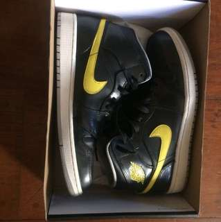 Air Jordan 1 Mid. Black/Vibrant Yellow-Wolf Grey