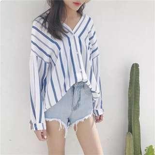 寬鬆v領藍色條紋襯衫
