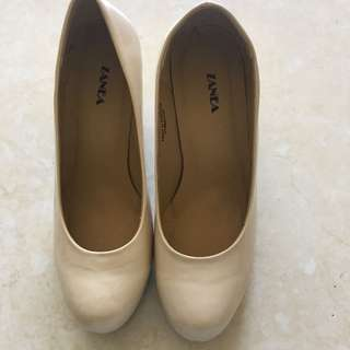 Size 8 Beige Pumps