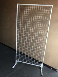 Wire mesh stand