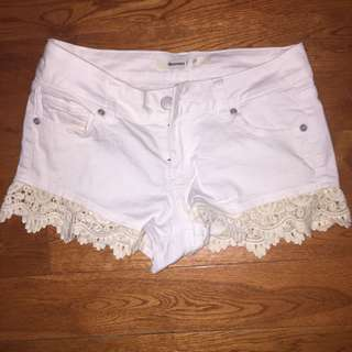 Bluenotes white lace shorts