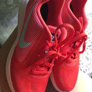 Nike Revolution3