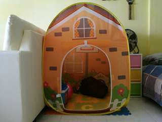 Playhouse with 50 small balls