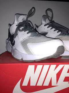Nike Air Huarache - White/Grey