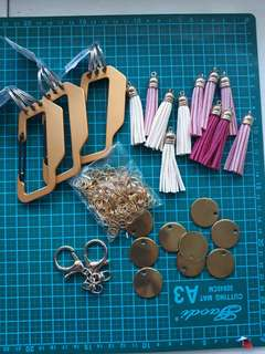 Bundle metal stamping accessories for keychain