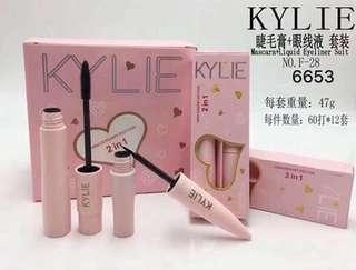 Kylie set eyeliner and mascara