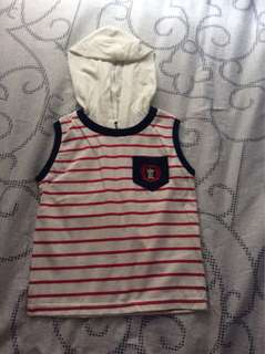 Sleeveless hooded shirt