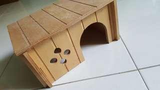 Hamster / Guinea Pig Shelter
