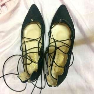 So fab tie shoes