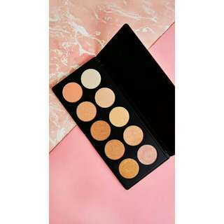 Beauty creations glowing land highlight palette