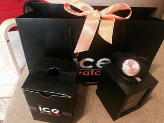 Ice Watch used once only still hv warranty complete box and paper bag 💯authentic ice watch .can nego