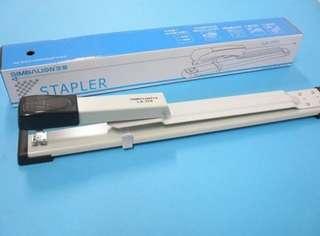 🚚 雄獅釘書機LA-370/長臂加長型訂書機(深30cm)
