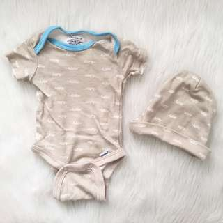 NB/Newborn Gerber Onesie Set w/ Hat