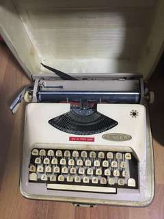 Vintage Typewriter Singer (Holland)