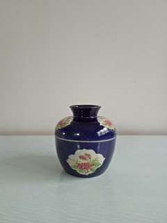 Straits Chinese Ceramics lndigo Blue Nyonya ware height 11cm diameter 11cm condition 9/10
