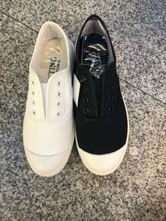 🚚 #最新女款布鞋來囉⋯⋯ 👍👍不用綁鞋帶喔⋯⋯直接套 鞋底防滑台灣製造 ♥️♥️現貨23.23/.24.24/.25 2色🎊🎊$390/雙
