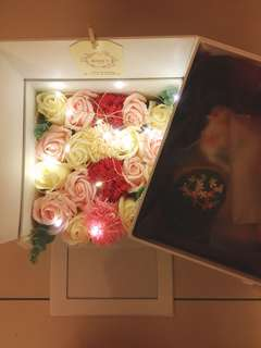 Double layer flower box + royal icing biscuit (Flower series)