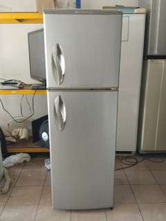 LG too door fridge...We give one month warranty if Anny problem we change or repair body condition 80% good Working condition 100% good You can call or SMS whatsup 01131838436
