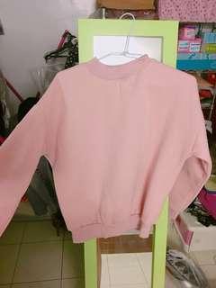 藕粉色刷毛大衣