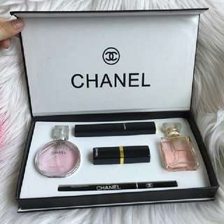 Chanel mini gift box
