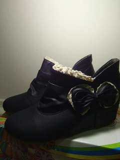 Ribbon black wedge ankle boots