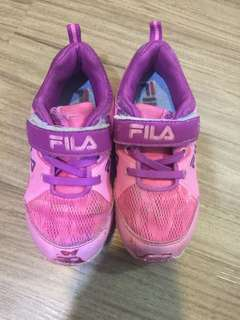 🚚 Fila女童鞋狀況反應價錢喔,約6成新18公分約四歲