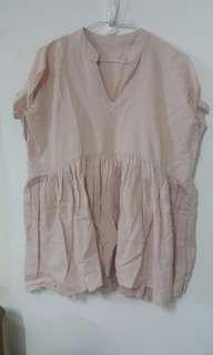🚚 粉色V領寬肩棉麻上衣