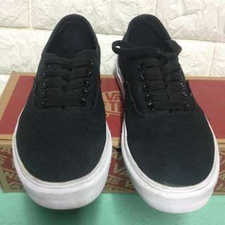 Vans Black and White 3 days Used !
