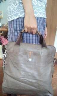 EXCELENTE hand/sling bag