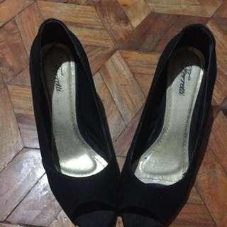 Black Shoes Size 6 (Ferreti brand)