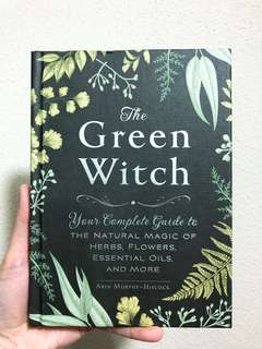 The green witch - your complete guide to the natural magic of herbs, flowers, essential oils and more