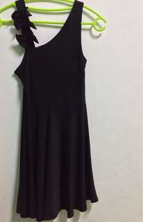 Flowy little black dress with ribbons
