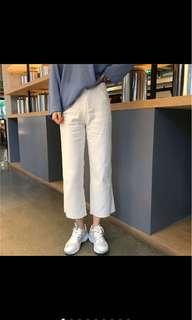 白色抽鬚牛仔寬褲