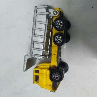 Off Road  Dump Truck Isuzu TOMICA