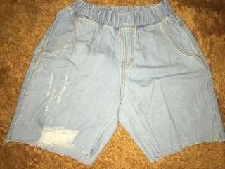 Hotpan Ripped Jeans Wanita