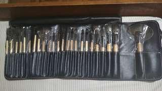 Bobbi Brown 24 pcs Brush Set