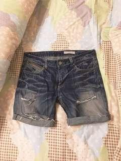 🚚 破壞 牛仔短褲