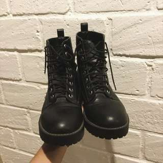 REPRICE hnm boots