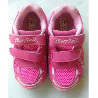 Baby pink rubbershoes