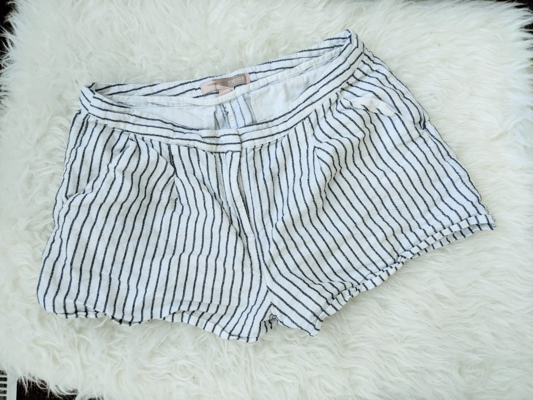 F21 White shorts with stripes sizeS