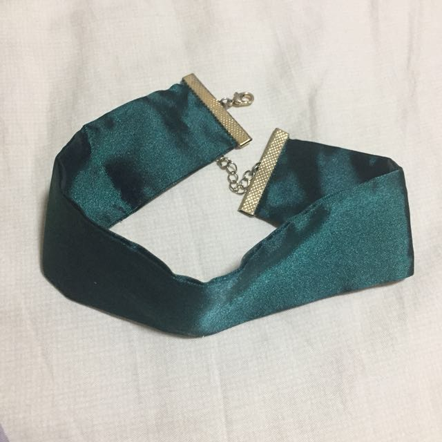 ✨Forever 21 Thick Green Satin Choker